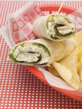 tunafish: Wraps with crisps in a plastic basket LANG_EVOIMAGES