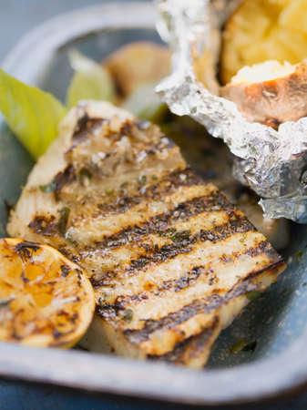 filete de pescado: Filete de pescado a la plancha con patatas al horno