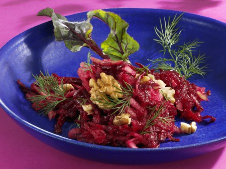 pip: Beetroot and apple salad with walnuts