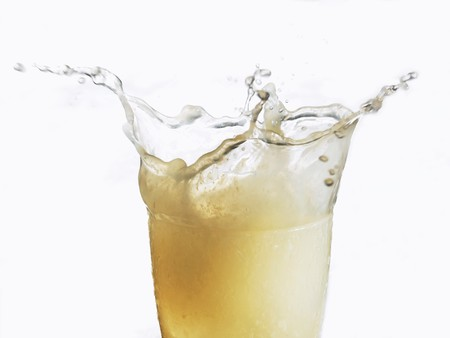 soda pops: Lemonade splashing out of a glass LANG_EVOIMAGES