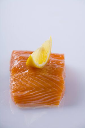 lemon wedge: Salmon fillet with lemon wedge
