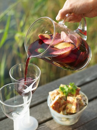 landing stage: Man pouring sangria into glasses on a landing stage LANG_EVOIMAGES