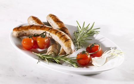 grilled sausages: Grilled sausages with fresh tomatoes and rosemary
