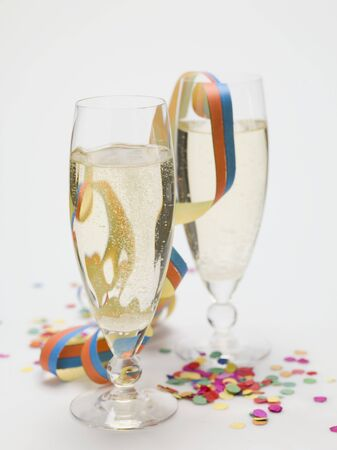 champers: Two glasses of sparkling wine, paper streamer and confetti LANG_EVOIMAGES