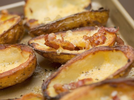 skins: Baked potato skins with bacon (close-up) LANG_EVOIMAGES