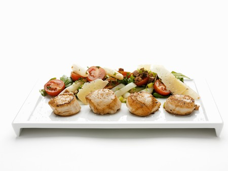 mollusc: Fried scallops with vegetable salad and cheese