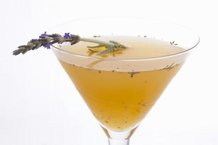 jus de citron: 87 Ways Cocktail (Gin, jus de citron, Nectar d'Abricot, Lavande)