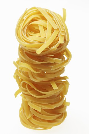 mie noodles: A tower of mie noodles LANG_EVOIMAGES