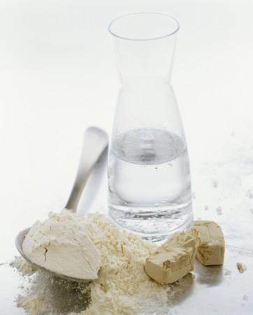 levadura: Ingredientes para la masa de levadura: harina, agua y levadura