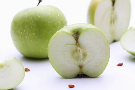 granny smith: Granny Smith apples, whole and halved LANG_EVOIMAGES