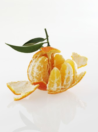 clementine: A clementine, partially peeled LANG_EVOIMAGES