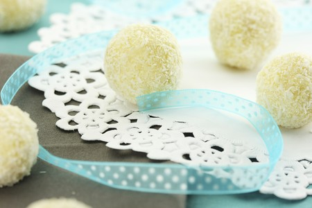 truffe blanche: Truffe blanche pralines avec la noix de coco