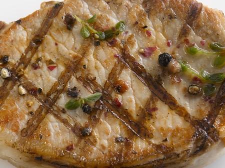 qs: Grilled pork steak (close-up)
