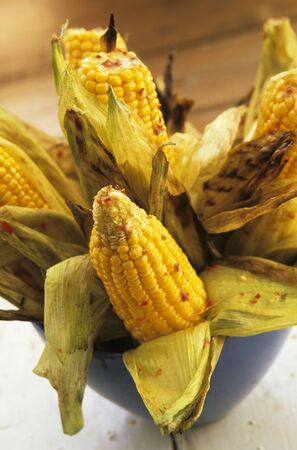 zea: Grilled corn cobs with chilli LANG_EVOIMAGES
