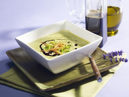 cocozelle: Courgette soup with pumpkin seed oil