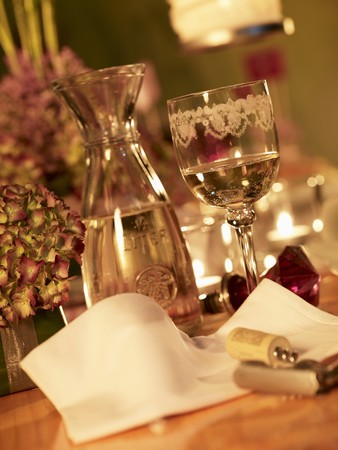festively: A festively decorated table with white wine LANG_EVOIMAGES