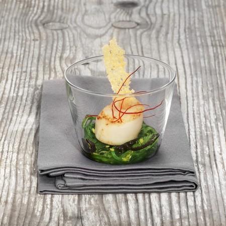 medley: Fried scallops on an algae medley LANG_EVOIMAGES