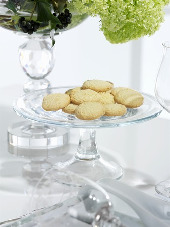 glass topped: Biscuits on a glass plate LANG_EVOIMAGES
