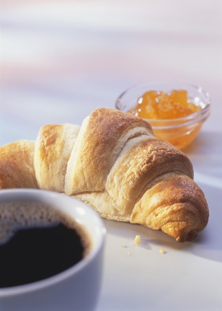 pastes: A croissant, marmalade and a cup of coffee LANG_EVOIMAGES