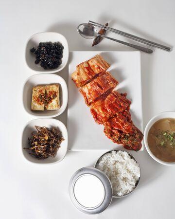 contorni: Kimchi casalingo con tradizionali coreani piatti laterali tra cui il riso