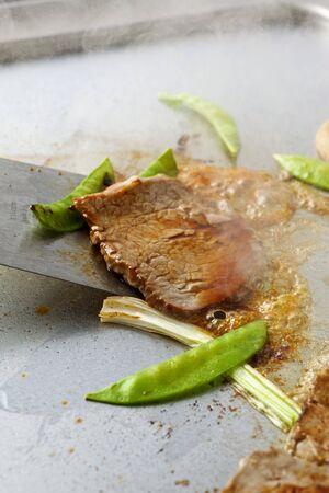 sautee: Beef Teppanyaki with mangetout (fried)
