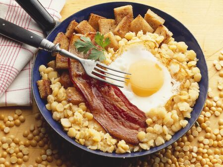 chickpeas: Fried egg and bacon on chick-peas