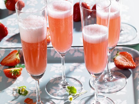 champers: Rossini (sparkling wine cocktail) with strawberries