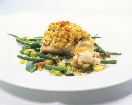 filete de pescado: Filete de pescado con costra en la pi�a y frijoles