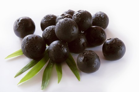 knock out: Fresh acai berries with drops of water