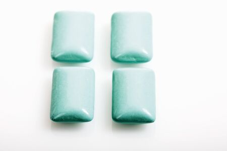 dragee: Blue chewing gum pellets LANG_EVOIMAGES