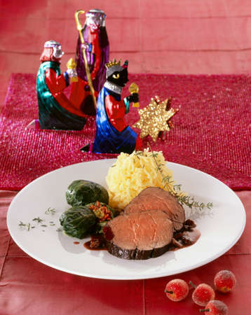 twelfth night: Marinated beef pot roast with raisin and pumpernickel sauce LANG_EVOIMAGES
