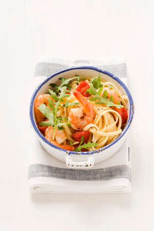 arugola: Spaghetti with rocket, cherry tomatoes and prawns LANG_EVOIMAGES