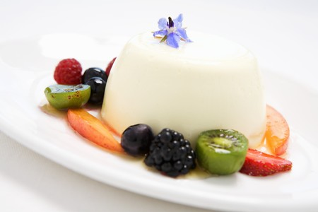 blancmange: Buttermilk pudding surrounded by fruit