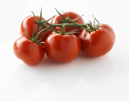 entire: Fresh tomatoes