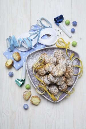 bigne: Bign� di San Giuseppe (Small cream-filled pastries)