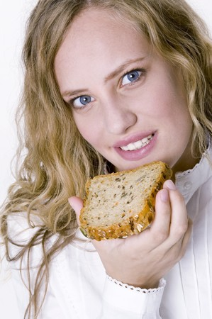 25 to 30 year olds: Woman holding a slice of grannary bread