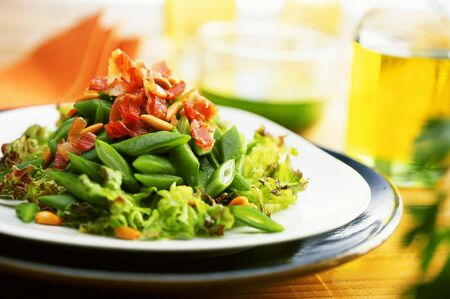 pine kernels: Green bean salad with bacon and pine nuts LANG_EVOIMAGES