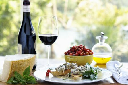 food: Sunday brunch: open sandwiches, grapes, cheese and red wine LANG_EVOIMAGES