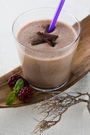 chocolate shake: Chocolate shake and blackberries