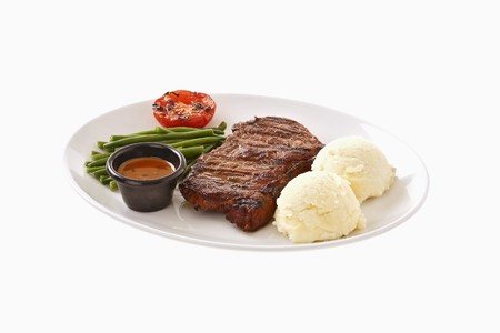 beefsteak: Beefsteak with mashed potato, beans, grilled tomato & sauce LANG_EVOIMAGES