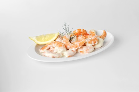 lemon wedge: Shrimp salad with lemon wedge