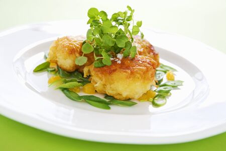 water cress: Fried breaded scallops with watercress LANG_EVOIMAGES