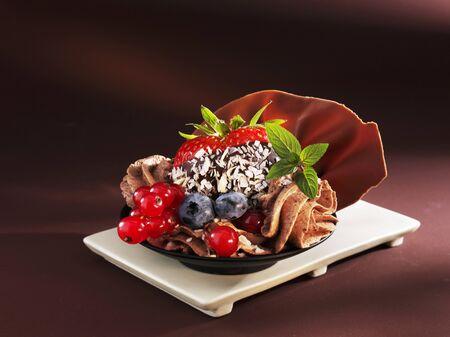 au: Mousse au chocolat with berries LANG_EVOIMAGES