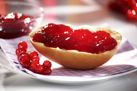 redcurrant: Redcurrant jam on bread roll