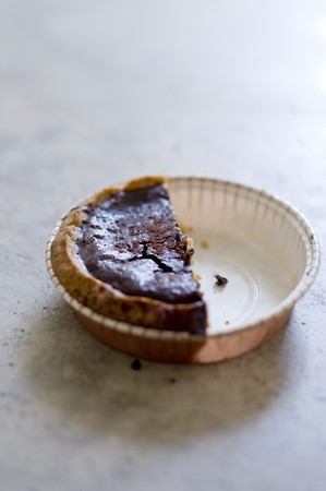 chocolate tart: Chocolate tart, half eaten LANG_EVOIMAGES