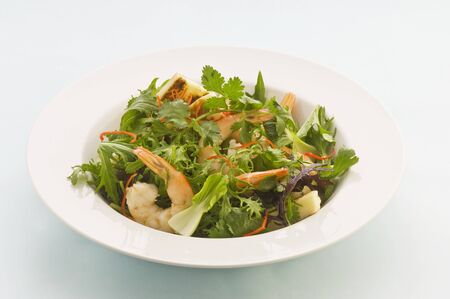 haloumi: Prawn and halloumi salad