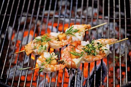 barbie: Barbecued prawn skewers LANG_EVOIMAGES