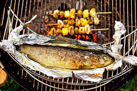 salmo trutta: Barbecued trout with mushroom and potato skewers LANG_EVOIMAGES