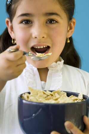 cornflakes: Girl eating cornflakes LANG_EVOIMAGES
