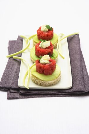 several breads: Tartar and leek canapes LANG_EVOIMAGES